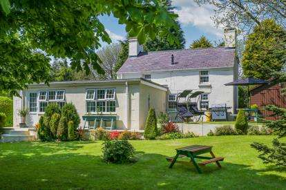 4 Bedrooms Detached House for sale in Gadfa, Penysarn, Anglesey, LL69