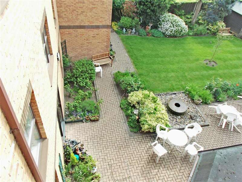 2 Bedrooms Flat for sale in Holmwood Gardens, Wallington, Surrey