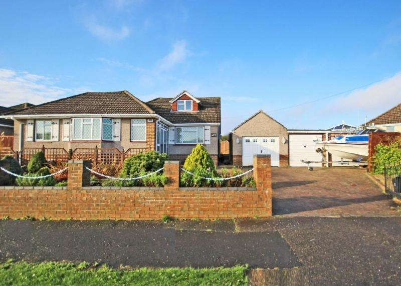 3 Bedrooms Bungalow for sale in Osborne Road, NEW MILTON, BH25