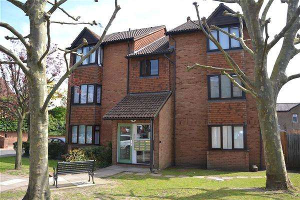 Studio Flat for sale in Keswick Court, 124 Stoke Rd, Slough