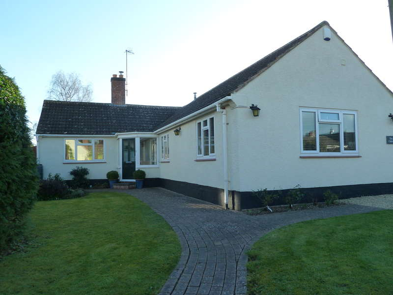 3 Bedrooms Detached Bungalow for sale in The Old Cider Mill, Upper Ferry Lane, Callow End, Worcester, WR2