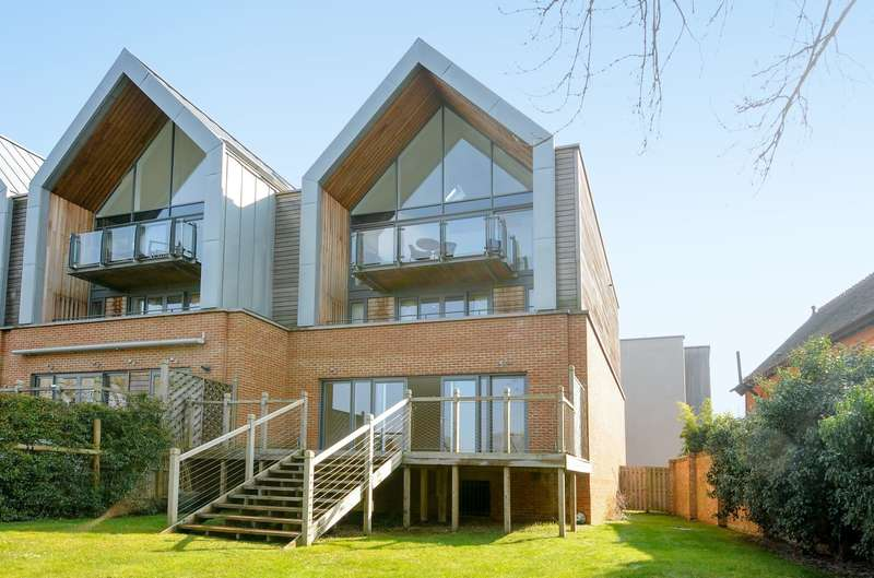 5 Bedrooms End Of Terrace House for sale in Weybridge
