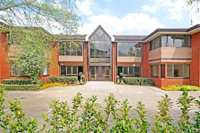 2 Bedrooms Flat for sale in Weirview Place, Catteshall Lane, Godalming, Surrey, GU7