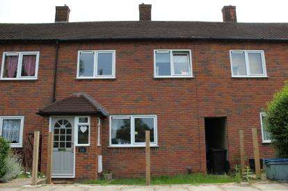 3 Bedrooms Terraced House for sale in Hainault