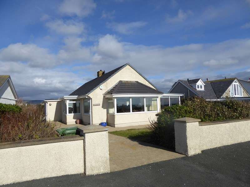 3 Bedrooms Detached Bungalow for sale in Clifton Road, IM9 5EL