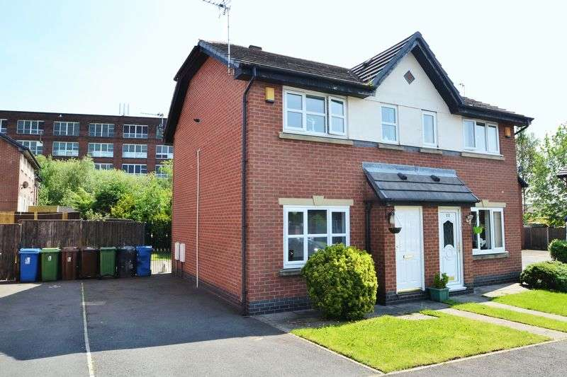 2 Bedrooms Semi Detached House for sale in Miriam Grove, Leigh