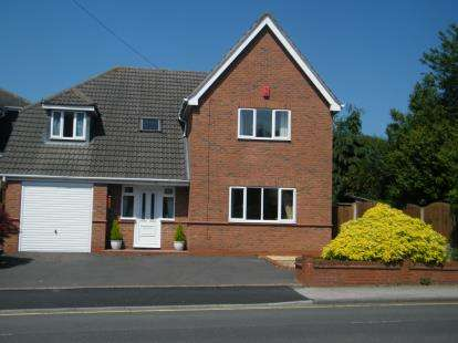 4 Bedrooms Detached House for sale in Stoke Road, Bromsgrove, Worcestershire