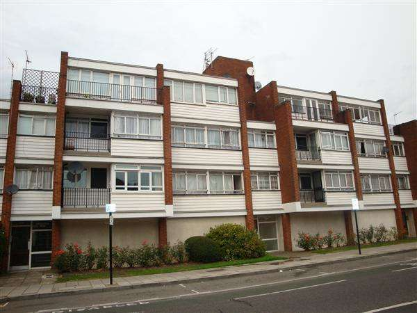 1 Bedroom Apartment Flat for sale in Chichester Court, Whitchurch Lane, Edgware