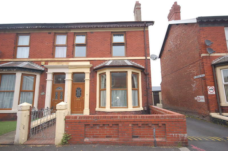 4 Bedrooms End Of Terrace House for sale in Woodland Grove, Blackpool
