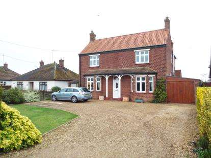 3 Bedrooms Detached House for sale in Ingoldisthorpe, King's Lynn, Norfolk