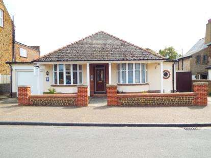 4 Bedrooms Bungalow for sale in Hunstanton, Norfolk