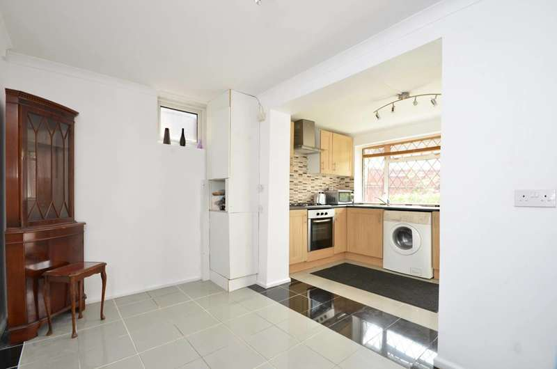 2 Bedrooms Flat for sale in Woking, Maybury, GU21
