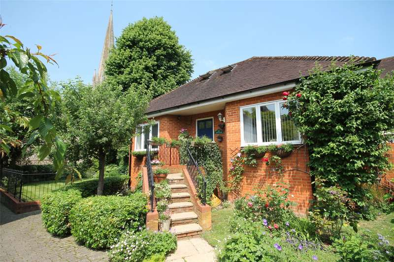 2 Bedrooms Bungalow for sale in St Martins Mews, Dorking, Surrey, RH4