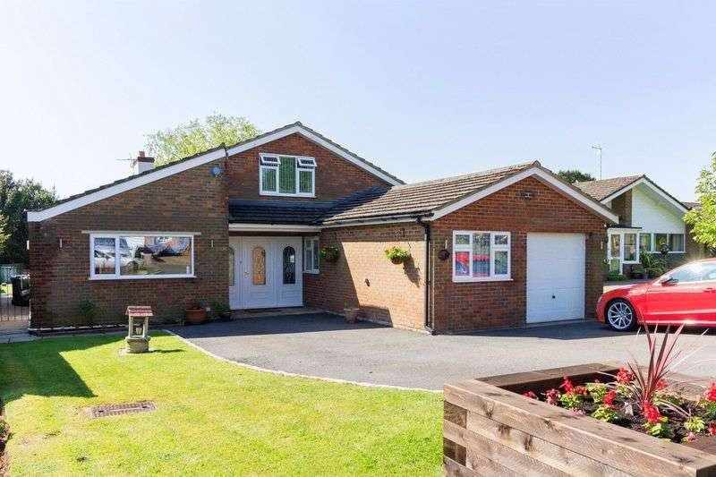 4 Bedrooms Detached House for sale in Holts Green, Great Brickhill