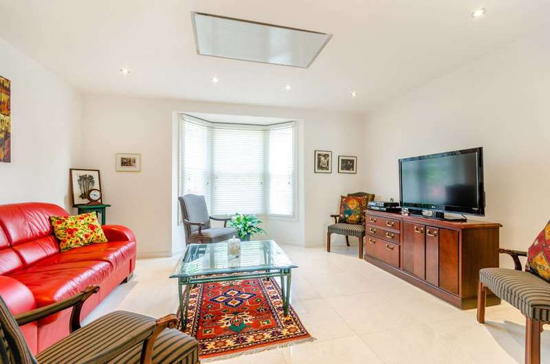 3 Bedrooms House for sale in Ewart Grove, Wood Green, N22