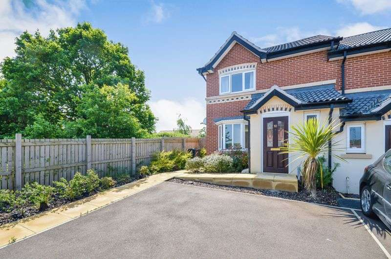 3 Bedrooms Semi Detached House for sale in Carlton Way, Treeton, Rotherham