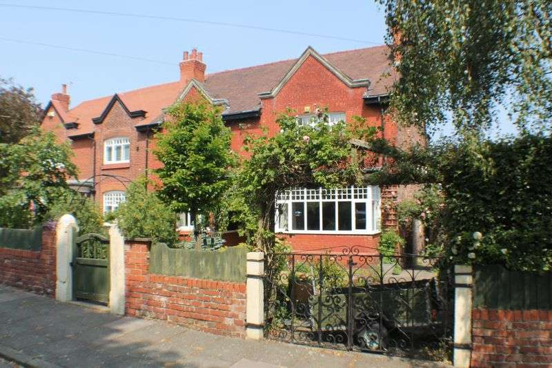 6 Bedrooms Semi Detached House for sale in Templemore Road, Oxton