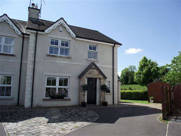 4 Bedrooms Semi Detached House for sale in 32 Silverhill Manor