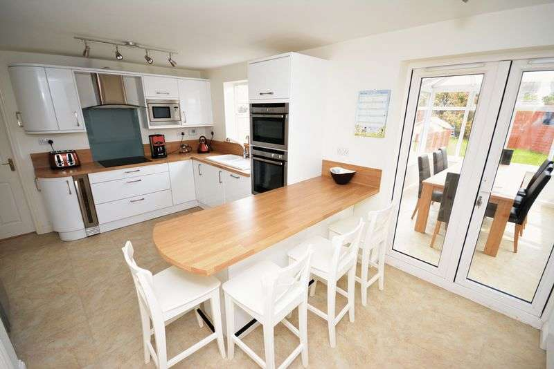5 Bedrooms Detached House for sale in Caer Efail, Rhydlafar, St. Fagans