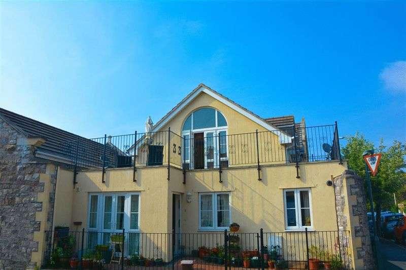 3 Bedrooms Flat for sale in Quantock Road, Weston-Super-Mare