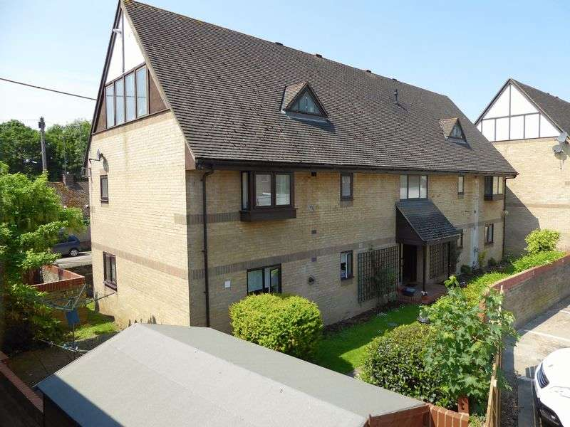 2 Bedrooms Flat for sale in Reynard Court, Bicester