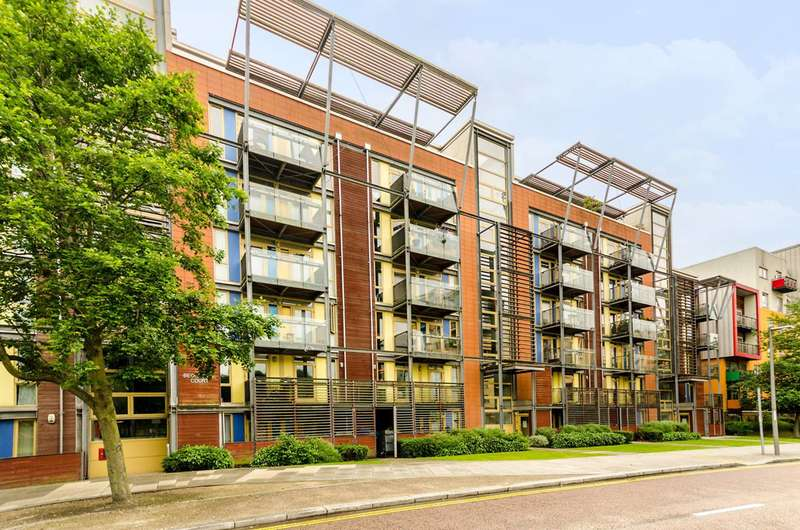 1 Bedroom Flat for sale in West Parkside, Greenwich Millennium Village, SE10