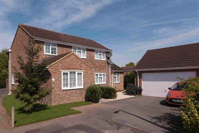 4 Bedrooms Detached House for sale in Burderop Close, Trowbridge