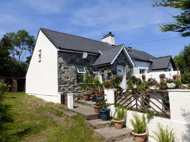 2 Bedrooms Semi Detached House for sale in Mynydd Llandegai
