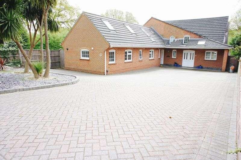 5 Bedrooms Detached House for sale in Benfleet Road, Benfleet