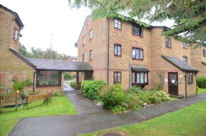 Flat for sale in Bridge Road, Grays, Essex