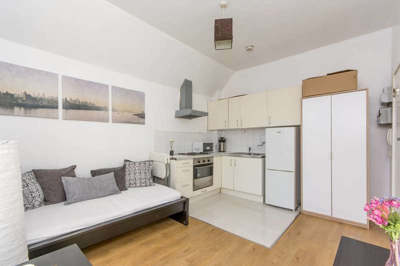 Studio Flat for sale in Hammersmith Grove, Hammersmith, W6