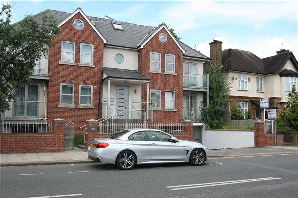 2 Bedrooms Flat for sale in Finchley Lane, Nw4, Hendon