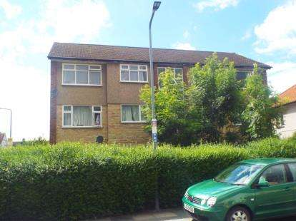 2 Bedrooms Flat for sale in Lexden Drive, Chadwell Heath