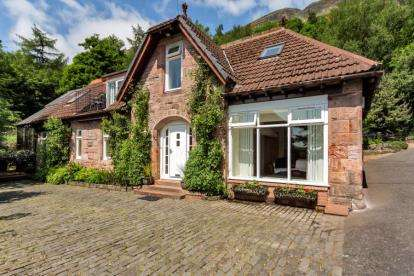 3 Bedrooms Detached House for sale in Blairlogie, Stirling