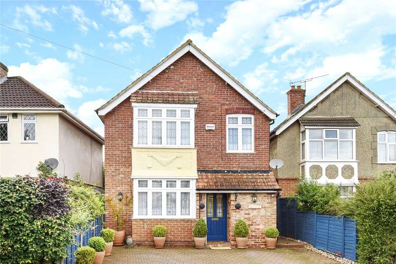 3 Bedrooms Detached House for sale in Green Lane, Blackwater, Camberley, Surrey, GU17