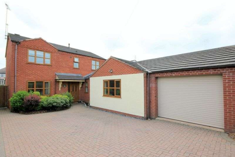 4 Bedrooms Detached House for sale in Walton Way, Stone