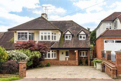 4 Bedrooms Semi Detached House for sale in Forest Edge, Buckhurst Hill, Essex