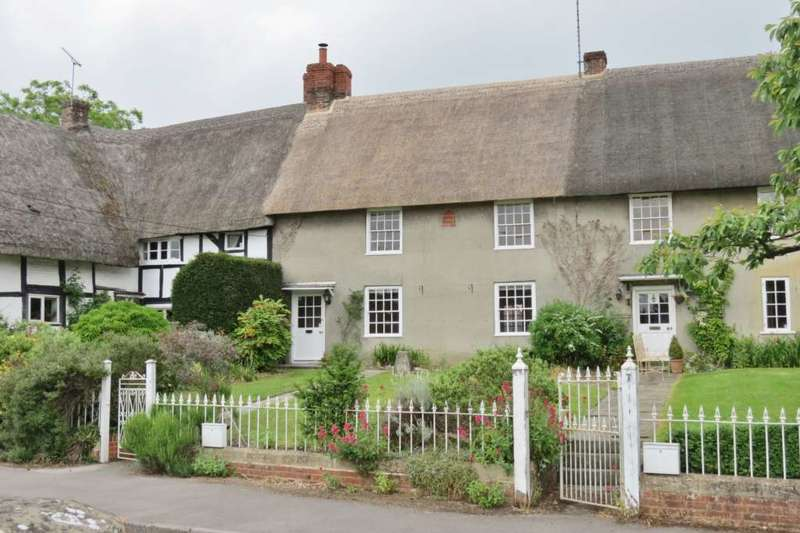 2 Bedrooms Terraced House for sale in Ball Road, Pewsey