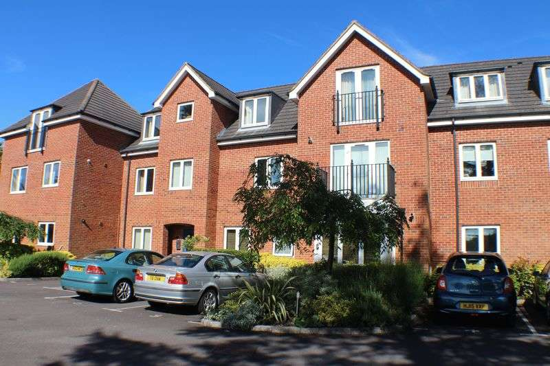 2 Bedrooms Flat for sale in Rosemary House, 136 Botley Road, Southampton