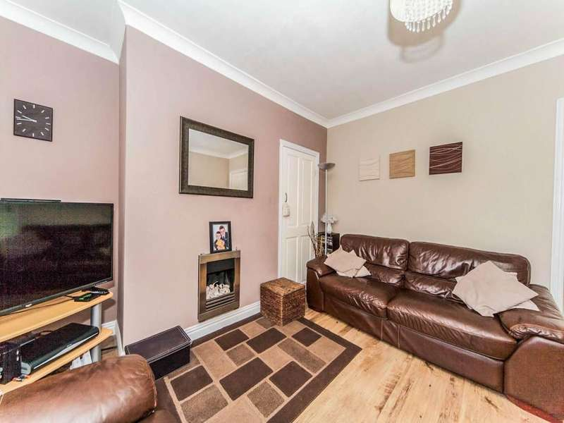 2 Bedrooms Semi Detached House for sale in Thompson Road, Southwick, Sunderland, SR5