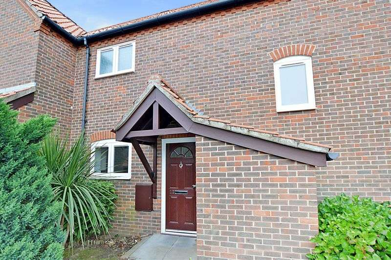 2 Bedrooms House for sale in Summerhouse Close, Cromer