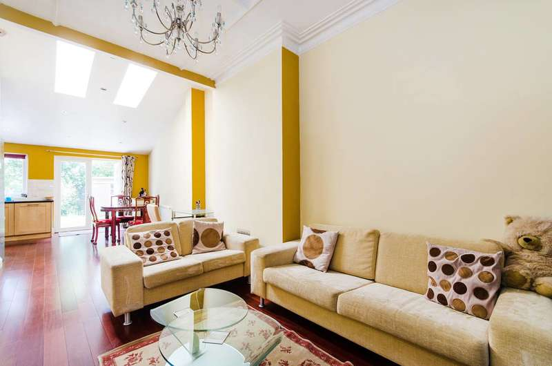 2 Bedrooms Flat for sale in Woodlands Road, Harrow, HA1