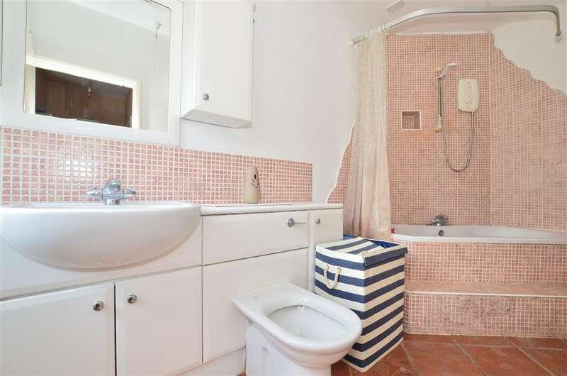 2 Bedrooms Link Detached House for sale in West Street, Dorking, Surrey