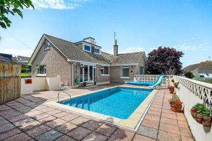 5 Bedrooms Bungalow for sale in Porth, Newquay, Cornwall