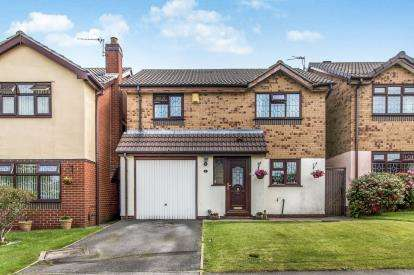 3 Bedrooms Detached House for sale in Barn Close, Urmston, Manchester, Greater Manchester