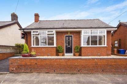 2 Bedrooms Bungalow for sale in Rivington Avenue, Adlington, Chorley, Lancashire, PR6