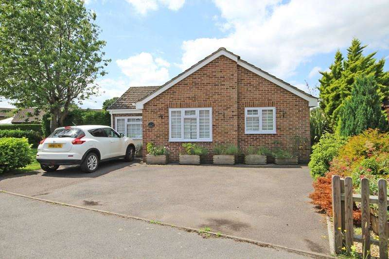3 Bedrooms Detached Bungalow for sale in Crockford Close, New Milton
