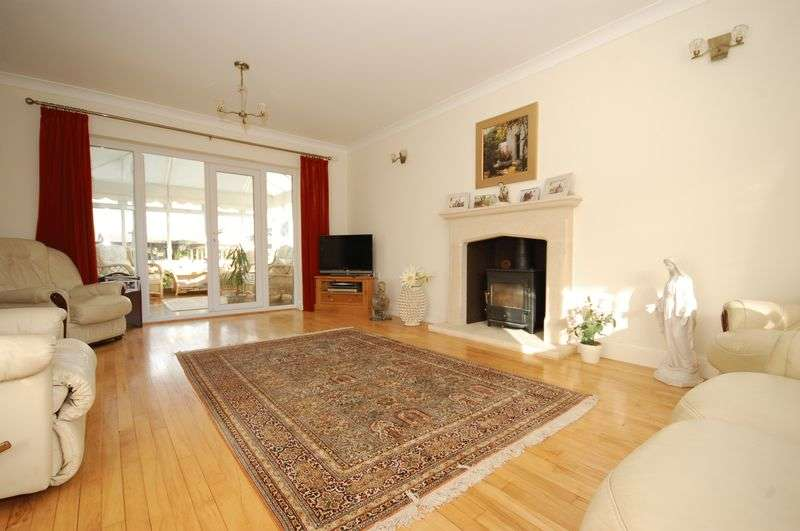 4 Bedrooms Detached House for sale in 19 Darren Close, Cowbridge, Vale Of Glamorgan, CF71 7DE
