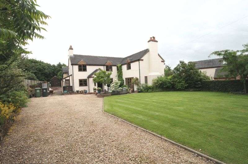 3 Bedrooms Detached House for sale in Christchurch Lane, Market Drayton