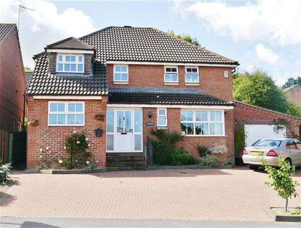 4 Bedrooms Detached House for sale in Sunningdale, Grantham